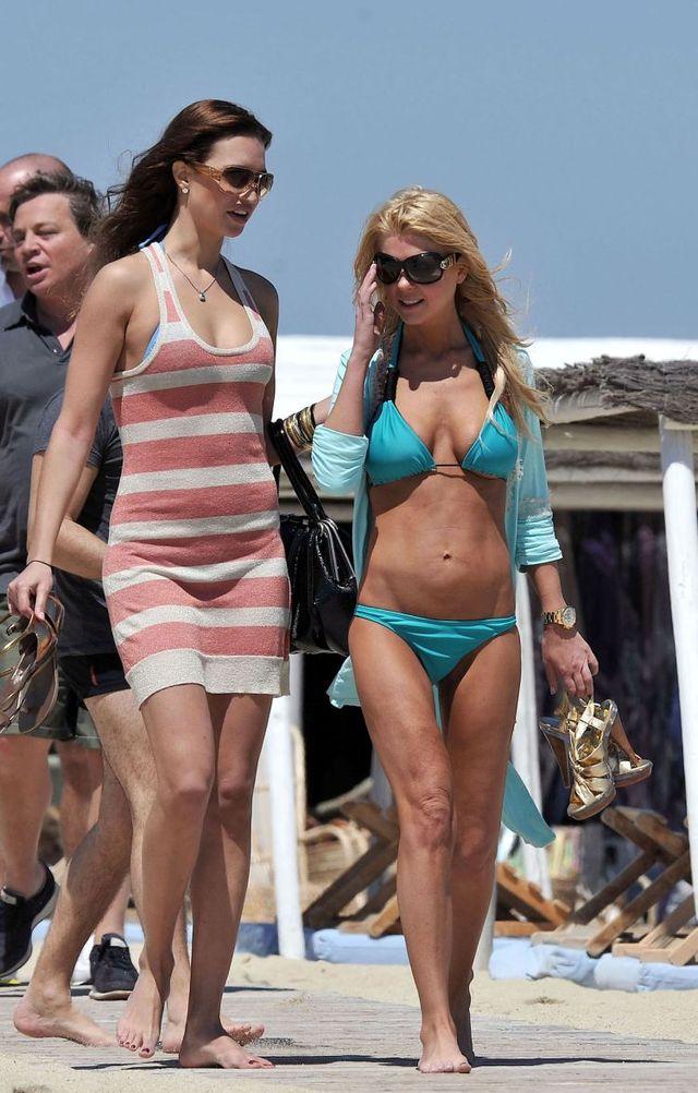 Tara Reid in bikini  (4 pics)