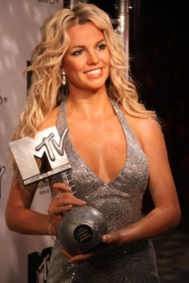 Britney Spears wax statue (5 pics)