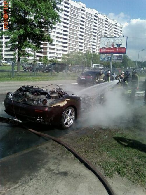 Brand new Ferrari burned down in Moscow (20 pics)