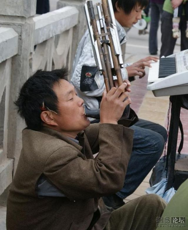 Small Chinese mobile ensemble (17 photos)