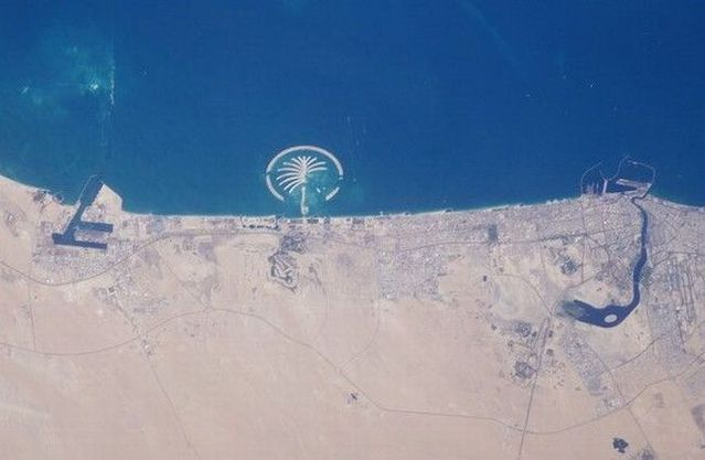 Distinguished pictures taken from the space (26 pics)