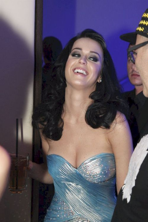 Katy Perry at Life Ball 2009 (7 pics)
