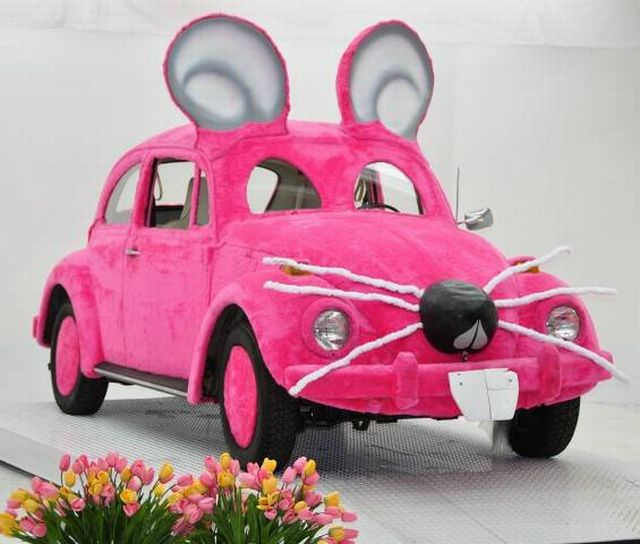 Ridiculous pink mouse shaped car (5 pics)