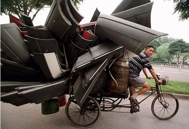"""Exotic"" ways to move people, furniture and pets (38 pics)"