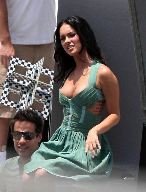 Photos of Megan Fox on the shooting of a movie (9 pics)