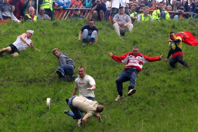 Cheese Rolling 2009 (17 pics)