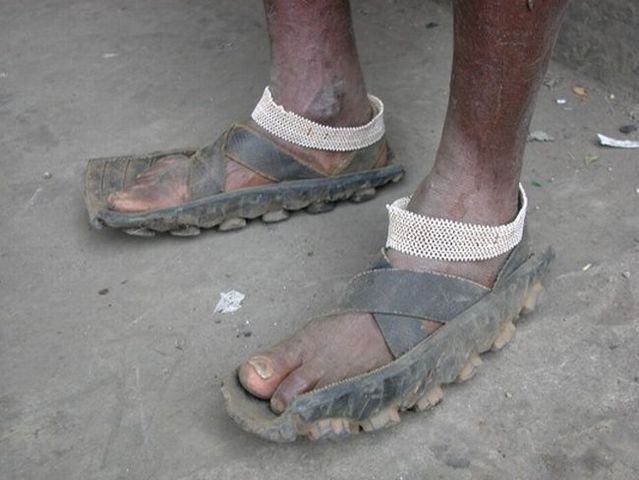 Flip-flops and toe-straps for the crisis (17 pics)