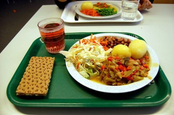 School meals from around the world (30 pics)