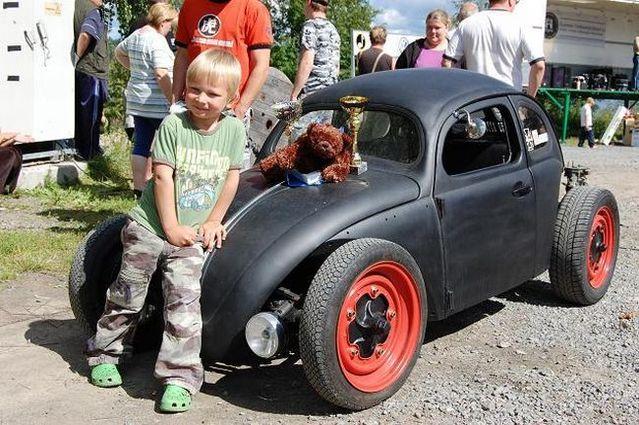 Son, you wanna car? So come help daddy! (34 pics)