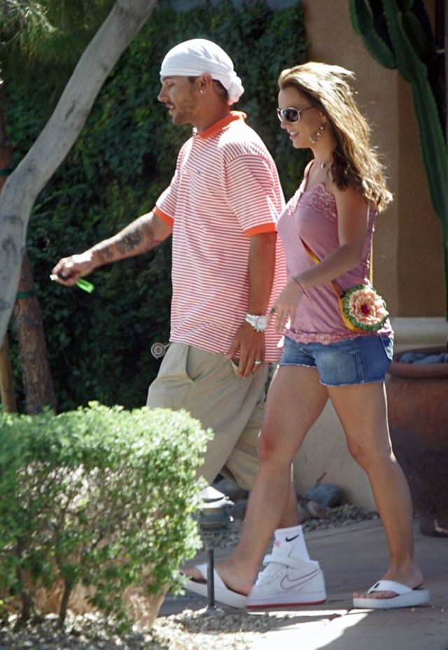 Britney Spears and Kevin Federline in Beverly Hills in 2005 (20 pics)