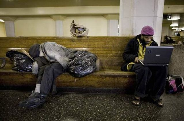 American homeless people can't live without the Internet (12 pics)