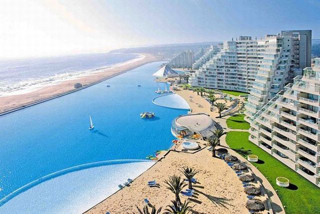The world's biggest pool (25 pics)