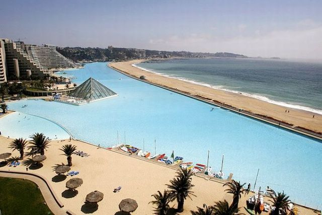 The world s biggest pool 25 pics for Largest swimming pool in the us
