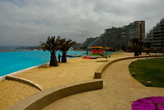 The world's biggest pool (25 pics)