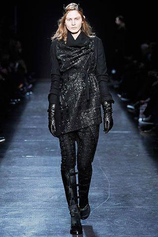 "Extravagant and ""gothic fashion show"" (40 pics)"