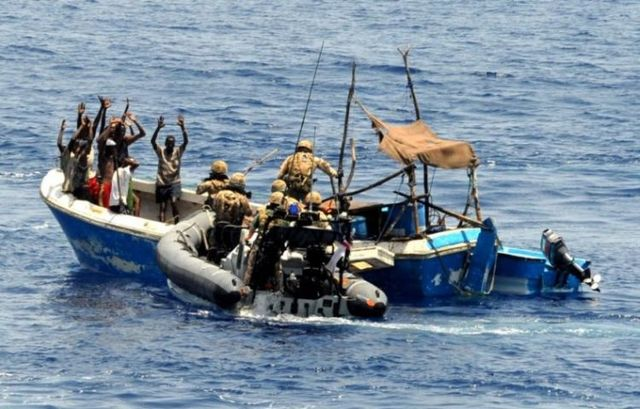 British soldiers against Somali pirates (5 photos)