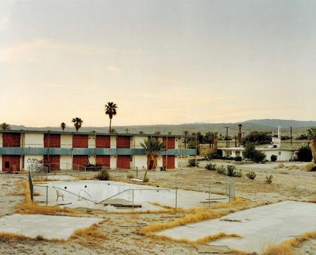 Abandoned motels in USA (17 pics)