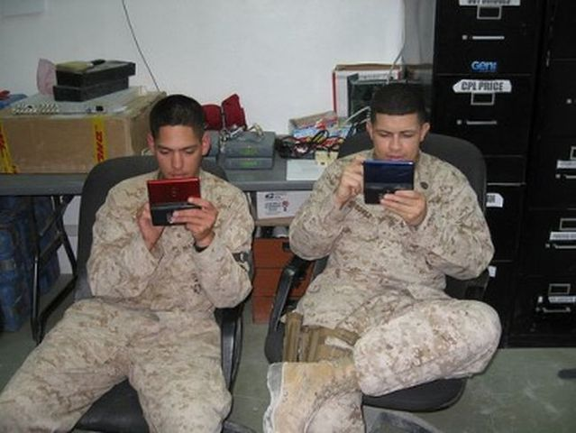 People play on game consoles everywhere (32 pics)