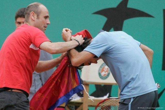 Federer attacked in the finals of Roland Garros (16 pics + 1 video)