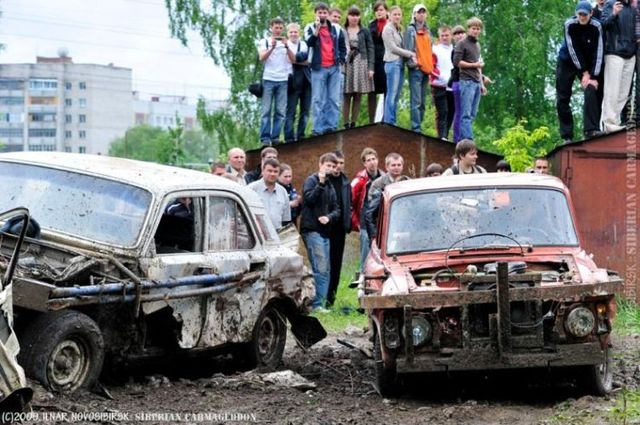 Siberian carmageddon - The purpose of the race: crash the enemy's car (31 pics)
