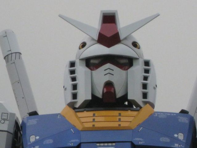 Life-sized Gundam in Tokyo (13 pics)