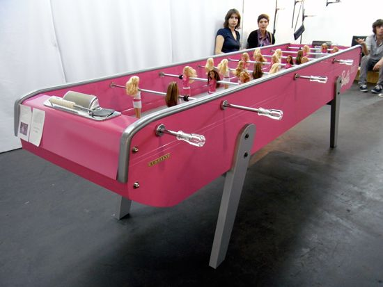 'Barbie foot' – table football for girls (6 pics)