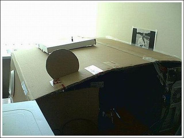 How to make a cheap and crappy office (13 pics)