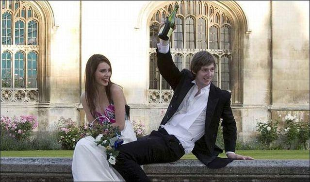 How Cambridge University students celebrated the last day of exams? (8 pics)