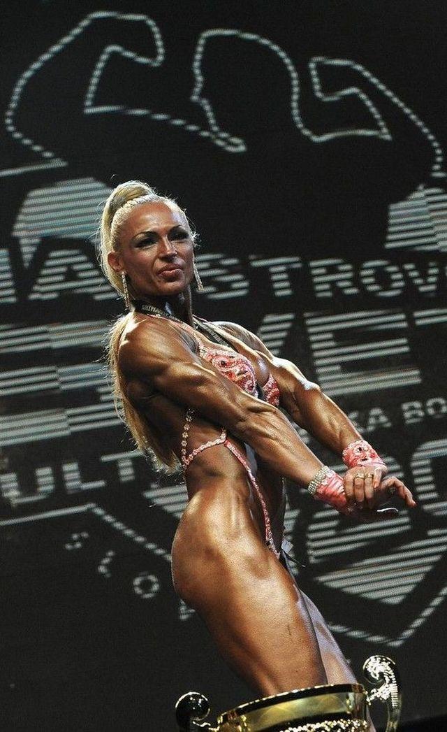 2009 NABBA Worlds (11 pics)