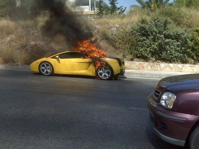 Supercar on fire (8 pics)