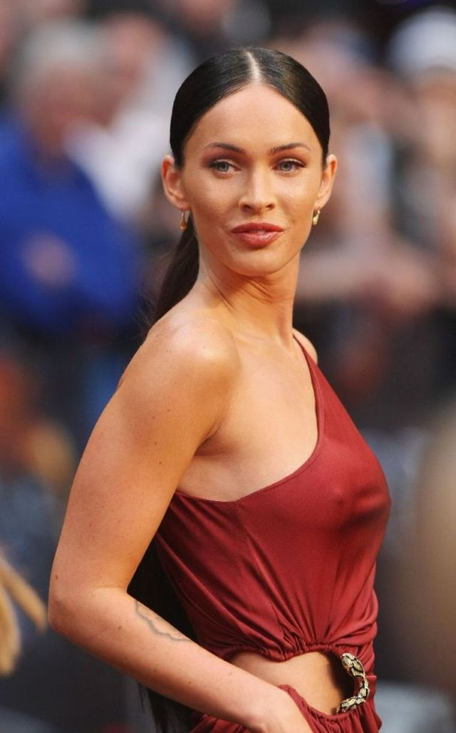 Megan Fox at the Berlin premiere of Transformers 2 (22 pics)