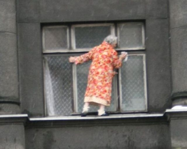 Déjà vu. Washing the windows can be dangerous (6 pics)