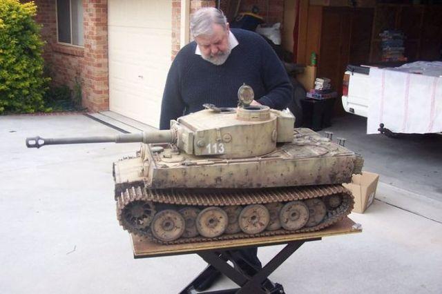 Mini tank. Nice work! (4 pics)