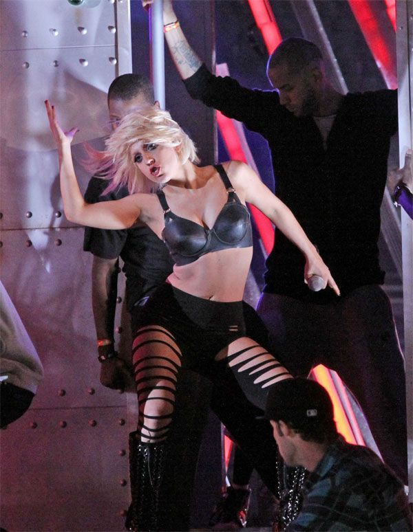 Lady Gaga on concert (9 pics)