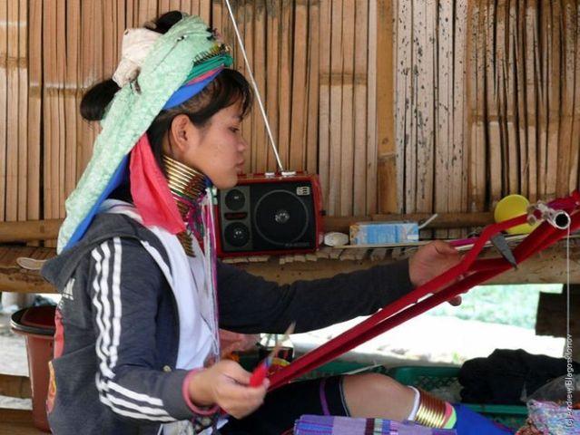 Padaung. Long-neck women (35 pics)