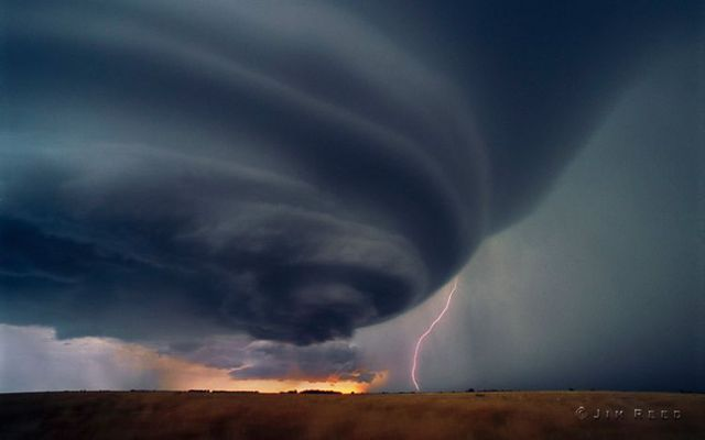 Storm chaser (32 pics)