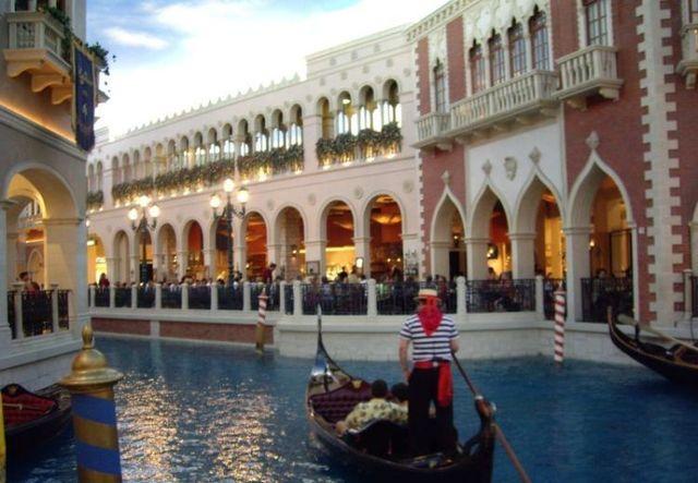 "China has built its own ""Venice"" (25 pics)"