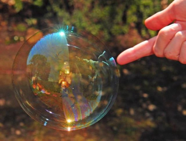 Bursting soap bubbles (9 pics)