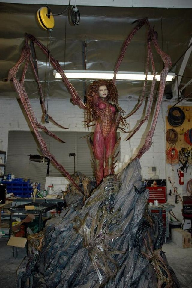 The sculpture of the Queen of Blades (24 pics)