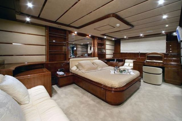 the interiors of luxury yachts 29 pics. Black Bedroom Furniture Sets. Home Design Ideas