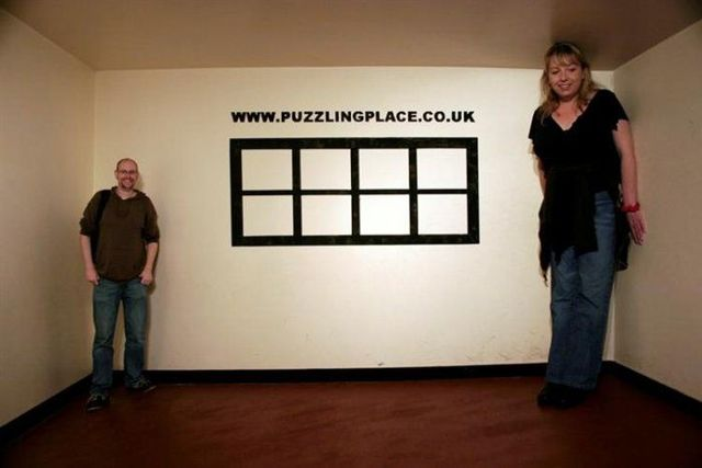 Secret of the Ames Room (8 pics + 1 video)