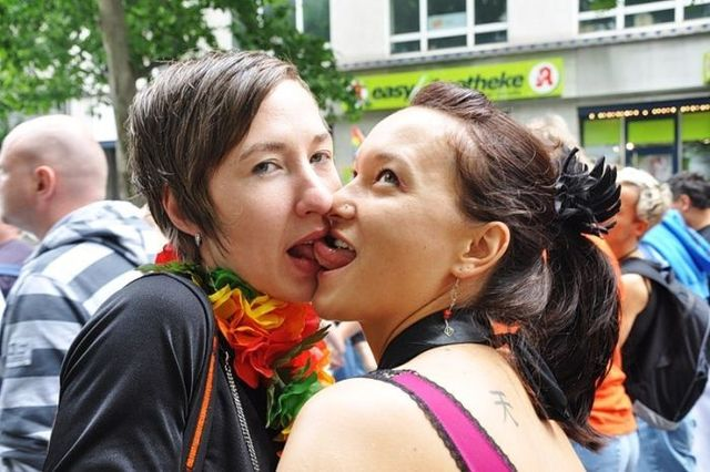 Christopher Street Day 2009 in Berlin – Berlin Gay Pride of 2009 (21 pics)
