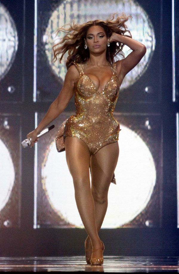 Beyonce on stage (9 pics)