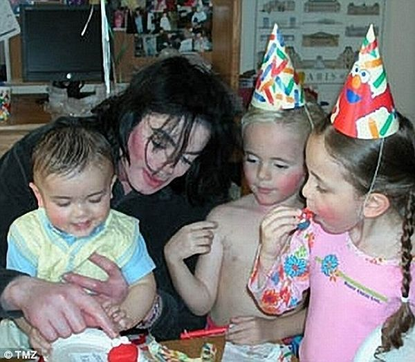 Michael Jackson and Deborah Rowe are not the biological parents of their children! (14 pics)
