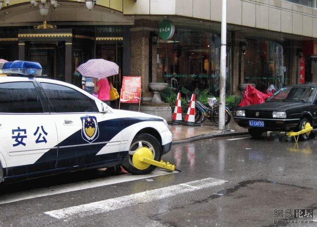 One law for everybody even in China (3 pics)