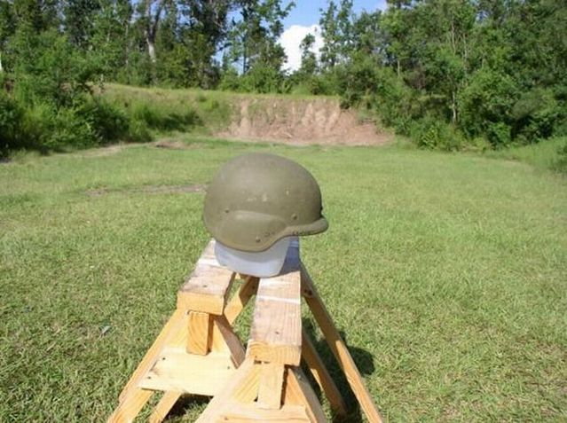 The test of a new Kevlar helmet (21 photos)