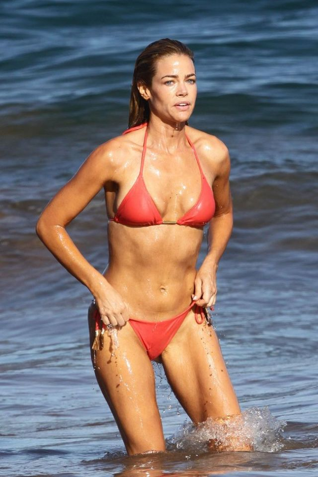 Denise Richards in bikini (11 pics)