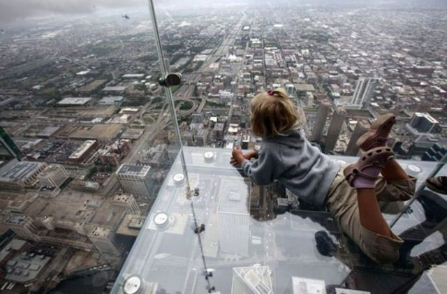 The balconies of the Sears Tower in Chicago - not for people who have vertigo! (22 pics)