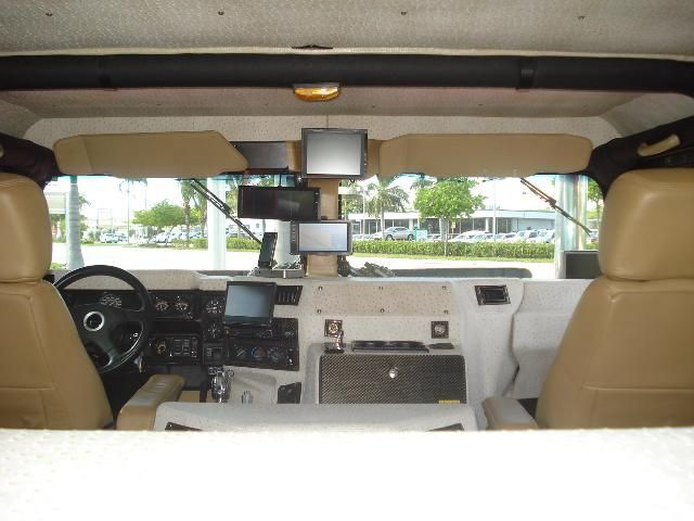 Customized 1999 Hummer H1 (19 pics)