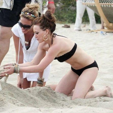 Hilary Duff in bikini (12 pics)